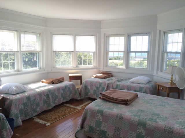 29207_manor_bedroom
