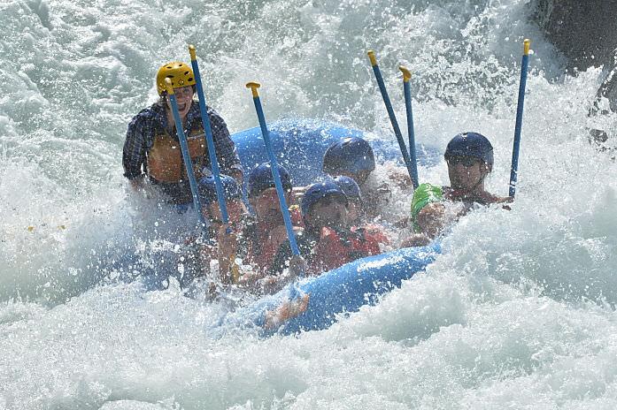 river-rafting-class-iv-1