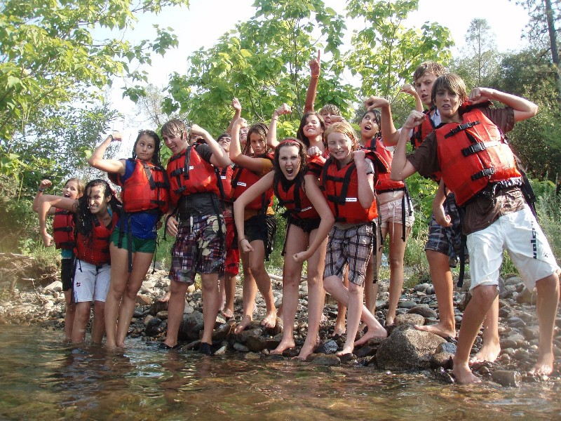 river-rafting-group-photo
