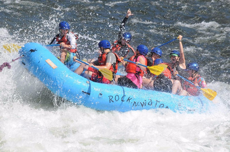 river-rafting-side-view-rnw